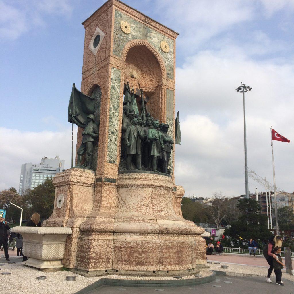 Площадь Таксим в Стамбуле - Istanbul Taksim Square