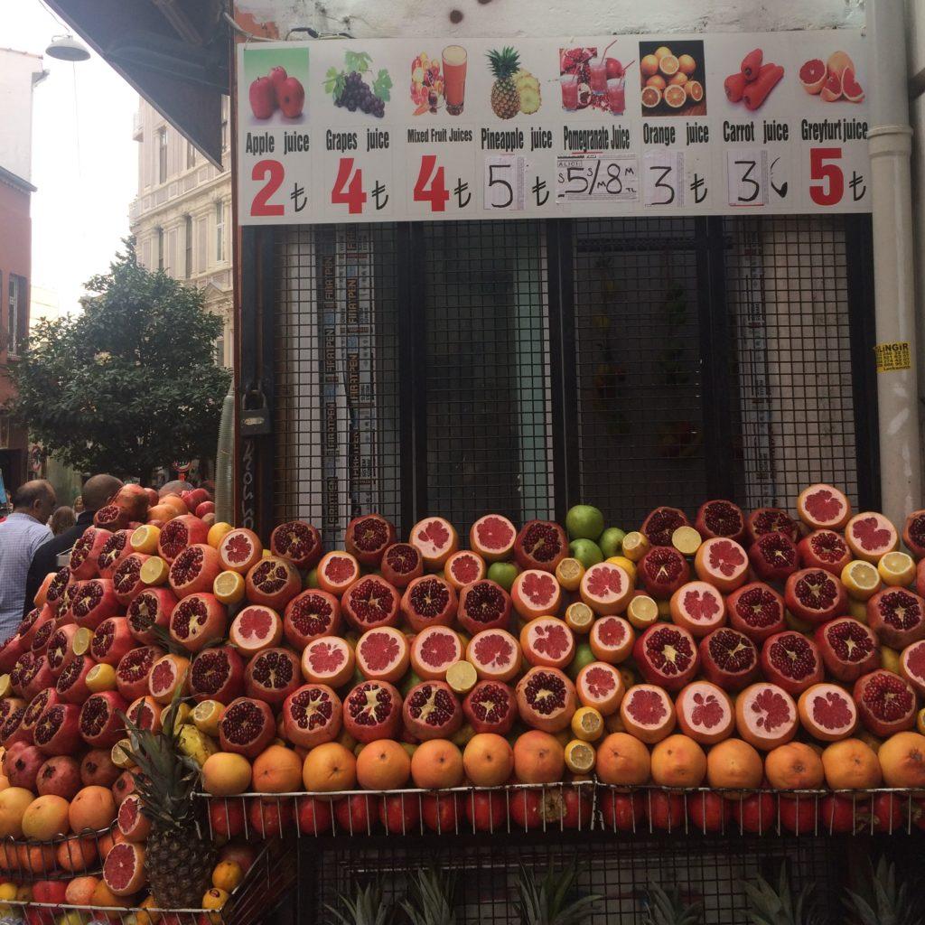 Восточные сладости в Стамбуле - Фрукты и соки